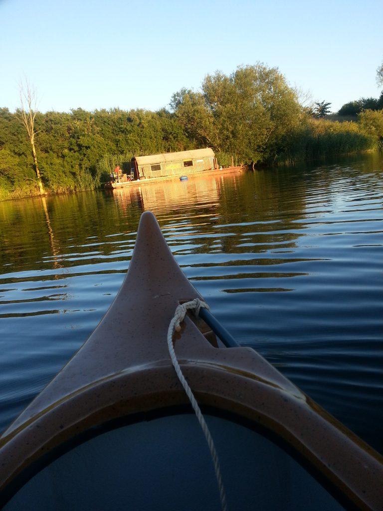 Auf der Floßtour mit dem Driftholt einen kleinen Abstecher machen mit dem Kanu: die Natur ist einmalig!