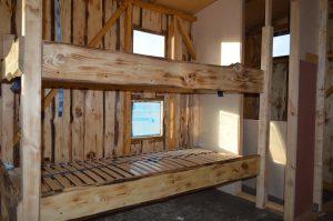 Die Doppelstockbetten auf dem Hausboot sind mit einem Lattenrost ausgestattet.