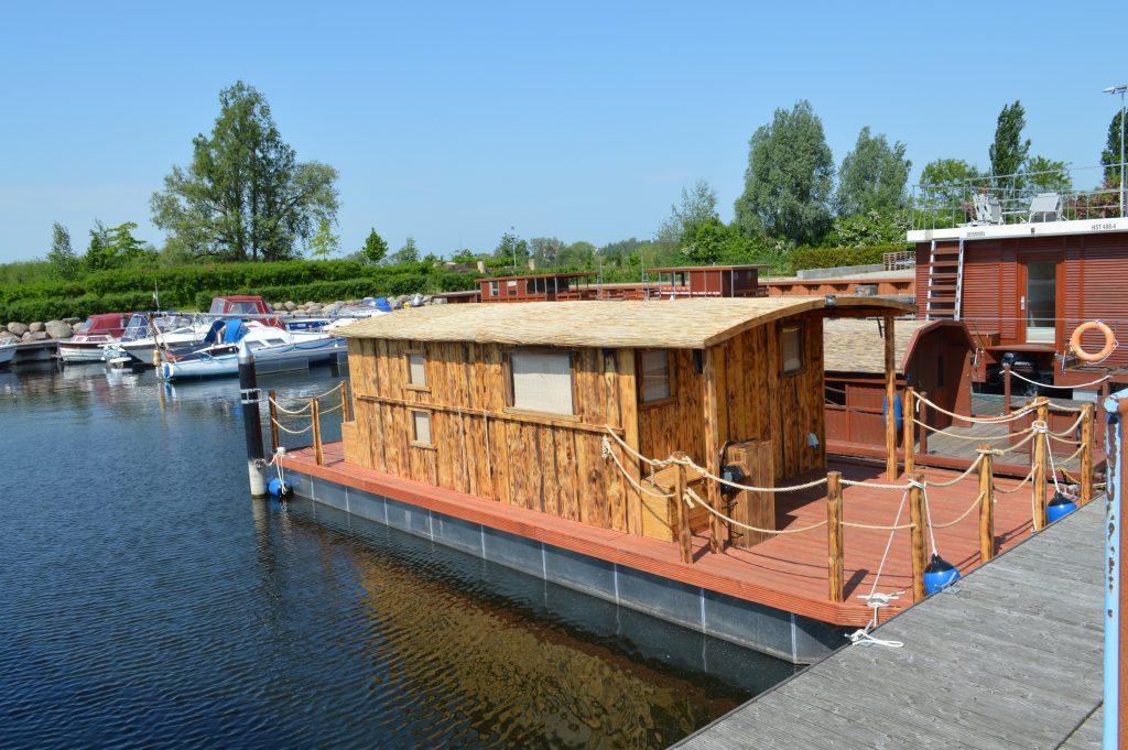 Das neue Hausboot ist ausgelegt für bis zu 10 Personen und bietet Schlafplätze für bis zu 7 Personen.