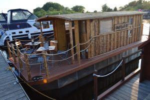 Das neue Hausboot - Driftholt II - es bietet genügend Platz für 10 Personen an Deck
