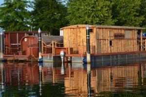 Unsere beiden Hausboote -Driftholt I und Driftholt I - im Hafen am Amazonas des Nordens