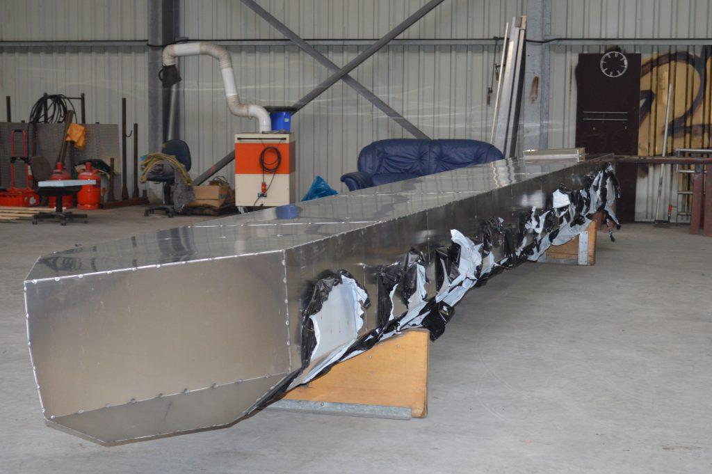 Der zweite Schwimmkörper in der Fertigestellung....bereit um den Amazonas des Nordens zu durchflügen.
