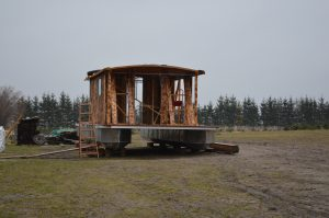 Das neue Hausboot wird im Mai in den Amazonas des Nordens gelassen. Bis dahin ist noch einiges zutun!
