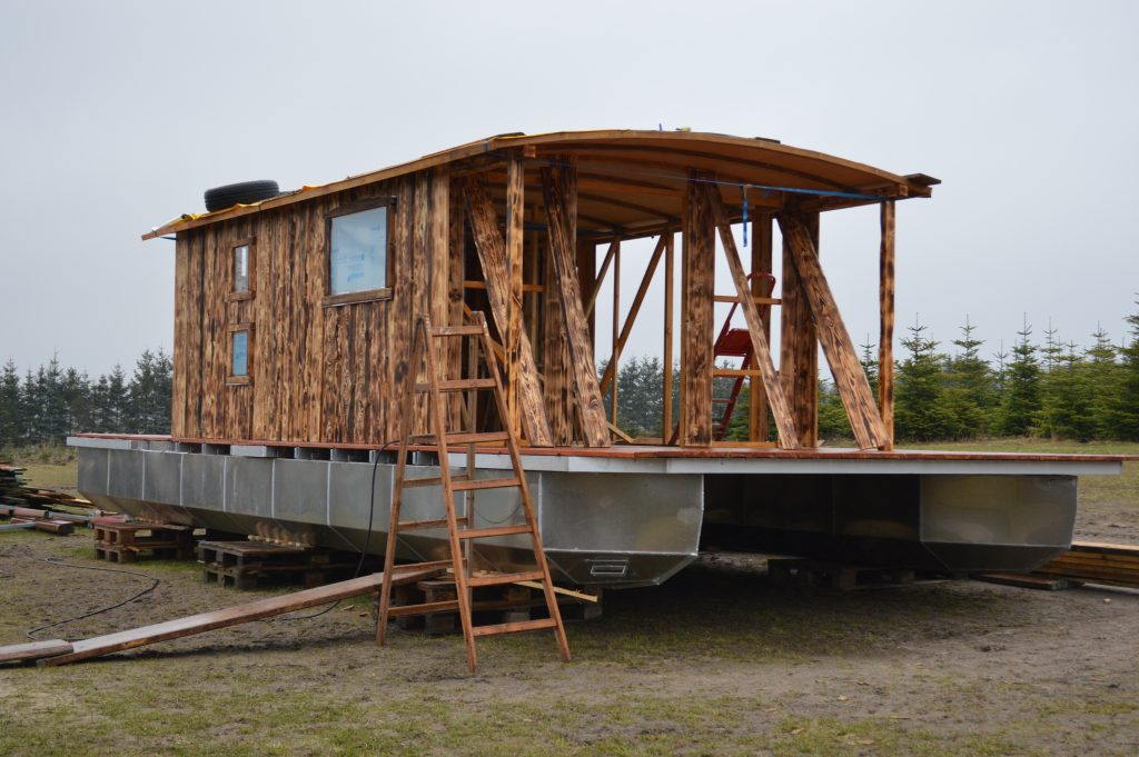 Die aktuelle Bug-Ansicht des neuen Hausboots - Driftholt II