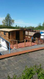 Das neue Hausboot sieht schon mächtig aus gegenüber dem Driftholt I.