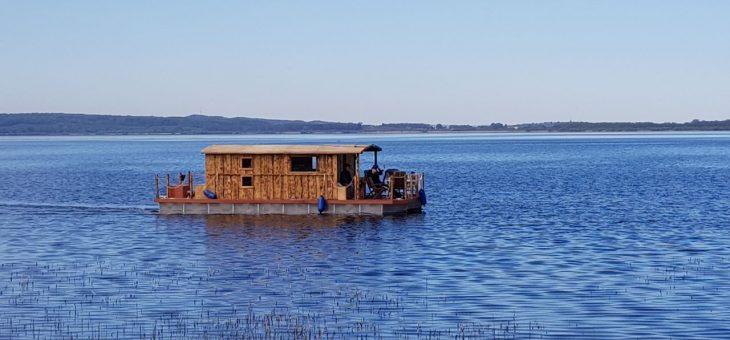 Unser neues Hausboot, das Driftholt II, ist nun endlich zu Wasser gelassen!